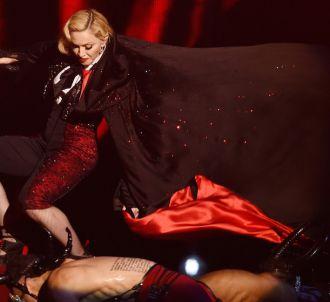 Grosse chute de Madonna aux BRIT Awards