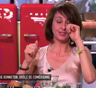 Valérie Bonneton au bord des larmes dans 'C à vous'