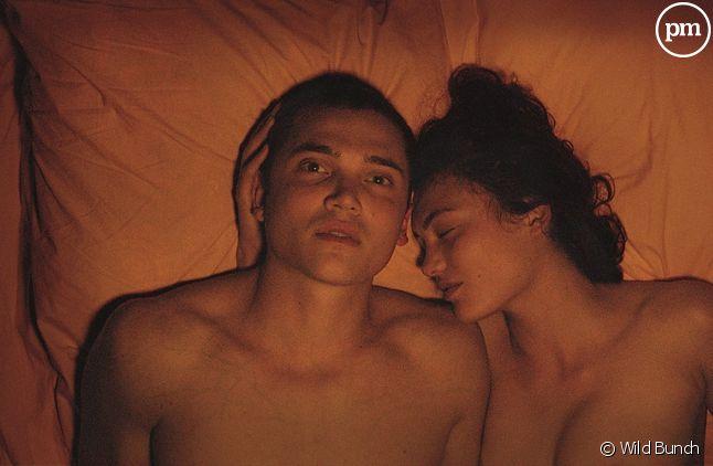 "Karl Glusman et Aomi Muyock dans ""Love"""