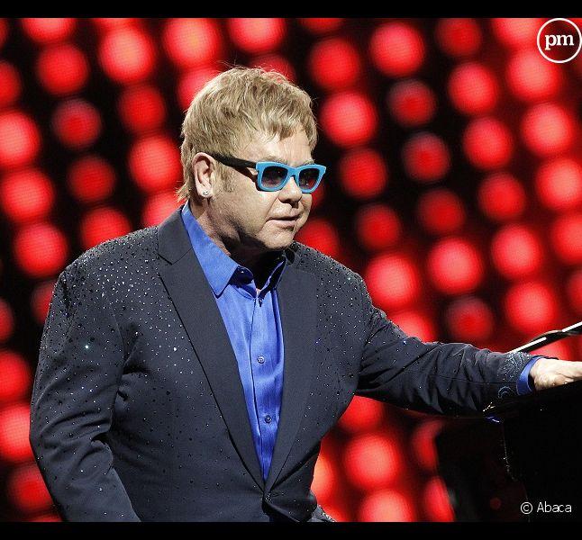 Elton john attaque closer t l star et vsd pour violation - Porter plainte pour violation de domicile ...