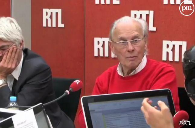 Claude Cabanes, ici à droite dans le studio de RTL