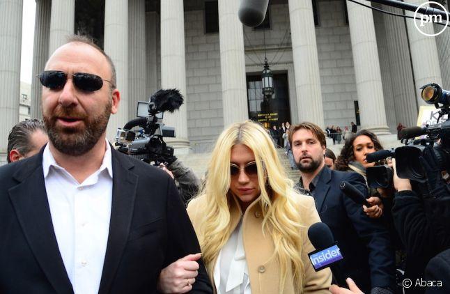 Kesha à la sortie du tribunal le 19 février 2016