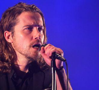 Julien Doré en tête des ventes d'albums et singles en...