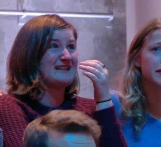 Une jeune femme fond en larmes dans le public de 'Quotidien'