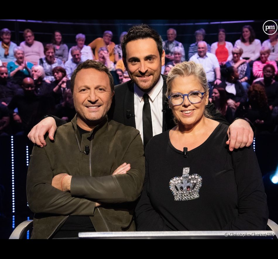 """Arthur, Camille Combal et Laurence Boccolini sur le plateau de """"Qui veut gagner des millions ?"""""""