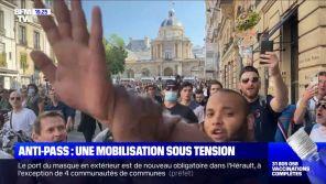 """""""Des torrents de haine"""" : Des journalistes de BFMTV agressés par des anti-passe sanitaire"""