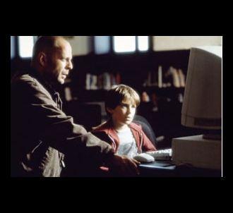 Bruce Willis et Mike Hugues dans 'Code Mercury'