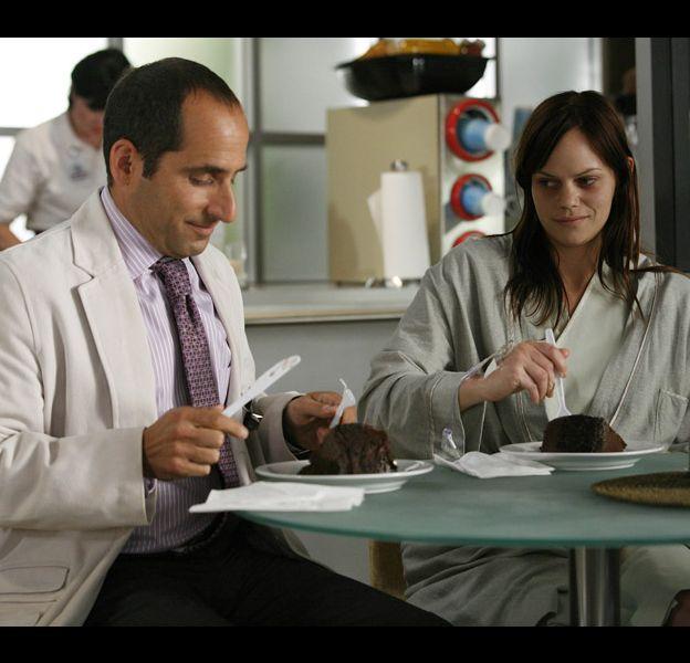 "Peter Jacobson et Samantha Shelton dans ""Dr House"""