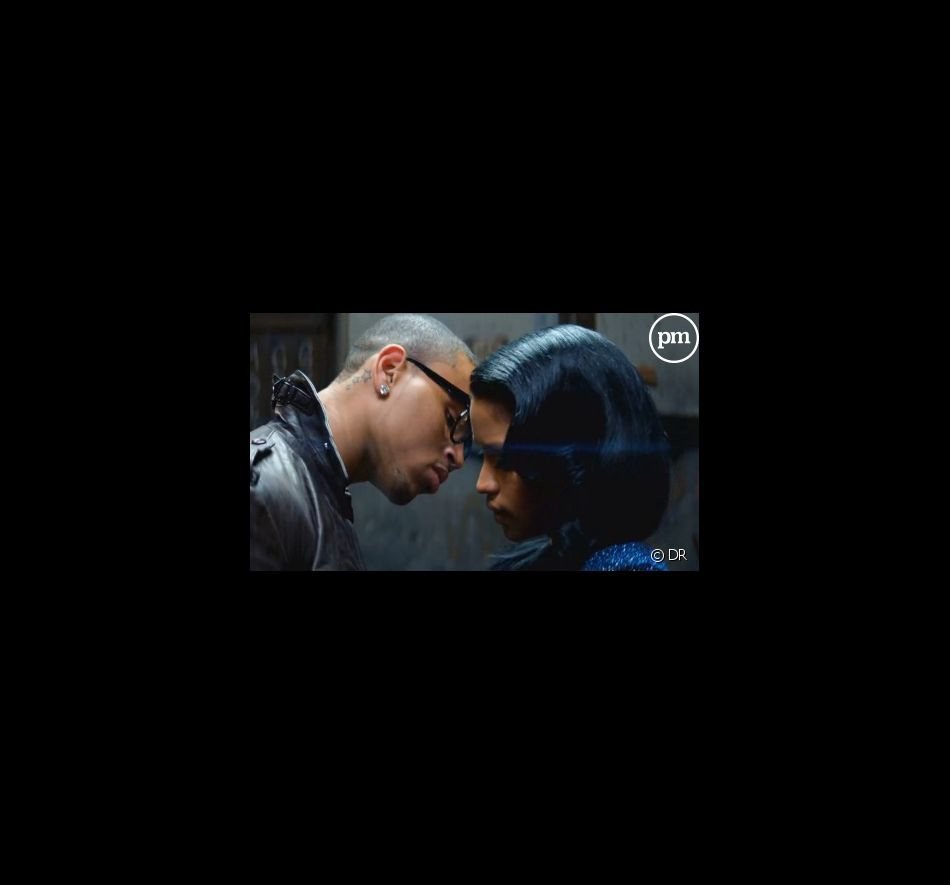 """Chris Brown et Cassie dans le clip de """"Crawl"""""""