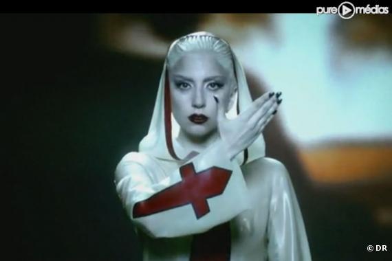 """Lady Gaga dans le clip """"Alejandro"""""""