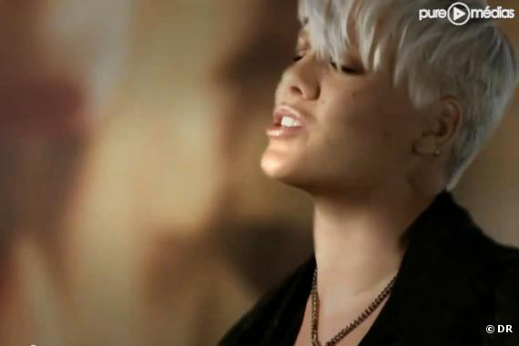 "Pink dans le clip de ""F**kin' Perfect"""