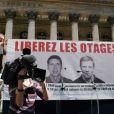 Une manifestation de soutien à Stéphane Taponier et Hervé Guesquière, à Paris, en septembre 2010
