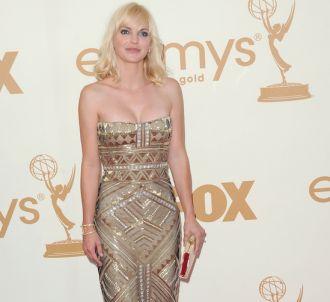 Anna Faris sur le tapis rouge des Emmy Awards 2011