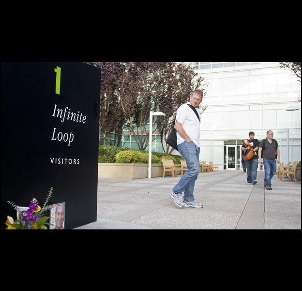 Hommage à Steve Jobs au siège d'Apple à Cupertino, en Californie.