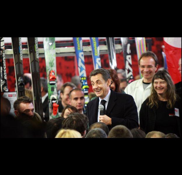 """Nicolas Sarkozy vante le """"Made in France"""" dans une usine Rossignol."""