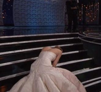 La chute de Jennifer Lawrence sur la scène des Oscars