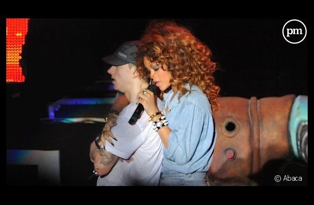 """Eminem et Rihanna en tête des charts UK avec """"The Monster"""""""