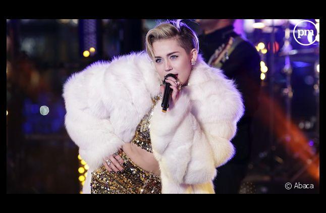 """Le clip """"Wrecking Ball"""" de Miley Cyrus interdit d'antenne avant 22 heures par le CSA"""
