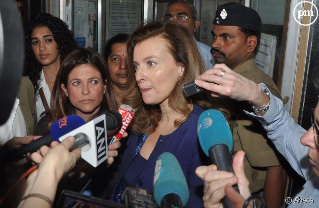 Valérie Trierweiler, assaillie par les journalistes à son arrivée en Inde, le 27 janvier 2014.