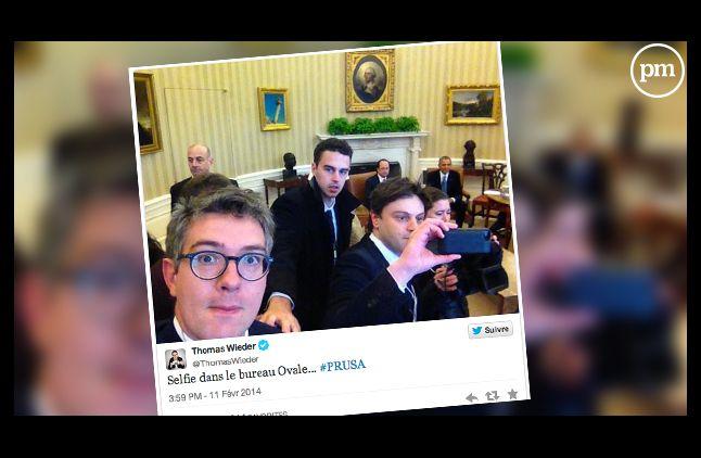 """Le selfie posté par le journaliste du quotidien """"Le Monde""""."""