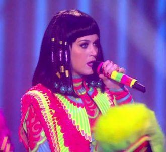 Katy Perry chante 'Dark Horse' aux Brit Awards 2014