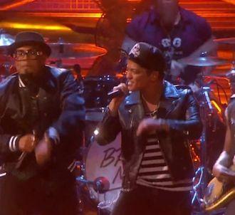 Bruno Mars chante 'Treasure' aux Brit Awards 2014
