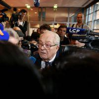 Procès Le Pen : Une journaliste de l'AFP interpellée après une violente bousculade