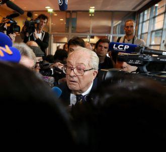 Bousculade entre journalistes à l'arrivée de Jean-Marie...