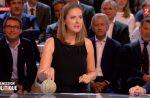 """""""L'Emission politique"""" : Charline Vanhoenacker rappelle le lapin d'Arnaud Montebourg à C8"""