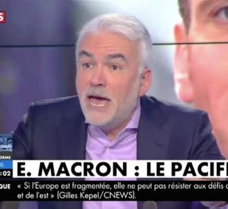 Pascal Praud excédé par ses invités dans 'L'heure des...