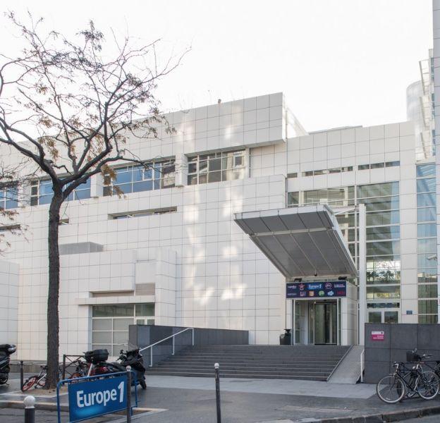 Façade du nouvel immeuble d'Europe 1 situé rue des Cévennes à Paris