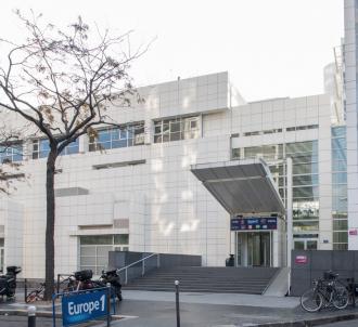 Façade du nouvel immeuble d'Europe 1 situé rue des...