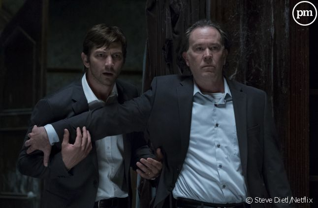 "<span data-reactid="".0""><span data-reactid="".0.0.0.1.1.0"">Michiel Huisman et Timothy Hutton dans ""The Haunting of Hill House""<br /></span></span>"