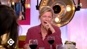 """""""C à vous"""" : Anne-Elisabeth Lemoine troublée après avoir bu un verre de rhum servi par JoeyStarr"""