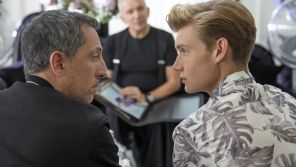 """""""Huge en France"""" : La série de Netflix avec Gad Elmaleh se dévoile dans une bande-annonce"""