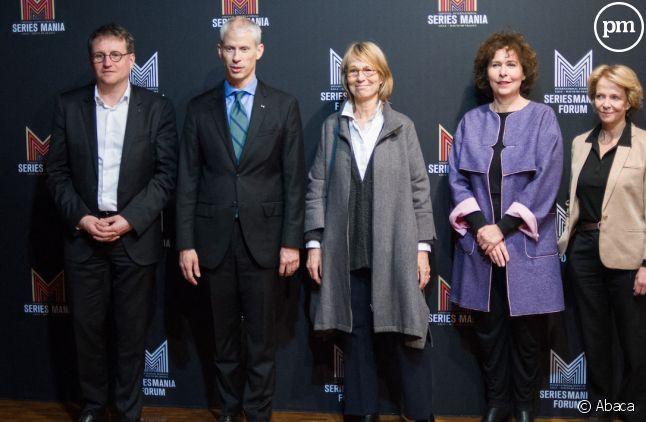 Franck Riester entouré notamment de Françoise Nyssen, Laurence Herszberg et Frédérique Bredin à Séries Mania