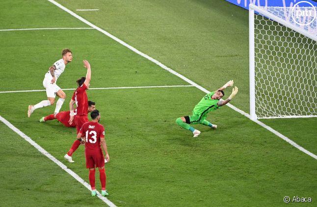 L'Italie l'emporte 3 buts à 0 sur la Turquie.