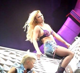 Britney Spears reprend 'Burning Up' de Madonna lors de...