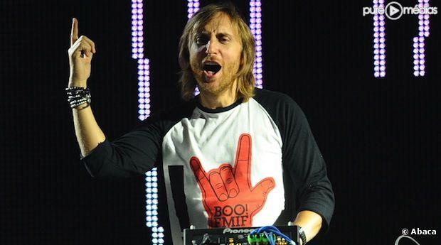 David Guetta mixe dans un club en Russie, en octobre 2011