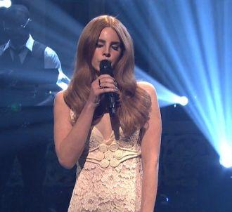 Lana Del Rey chante 'Video Games' (Saturday Night Live)