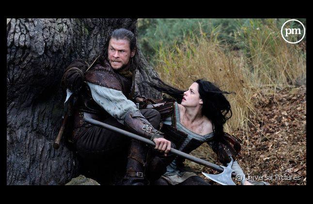 "Chris Hemsworth et Kristen Stewart dans ""Blanche Neige et le chasseur"""