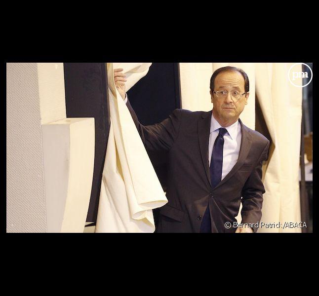 François Hollande à la sortie de l'isoloir à Tulle