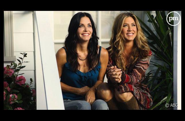 """Courteney Cox retrouve Jennifer Aniston dans """"Cougar Town"""" sur NRJ 12"""