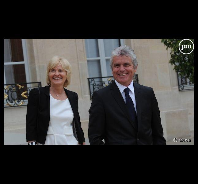 <span>Claude Serillon et sa compagne Catherine Ceylac dans la cour de l'Elysée le 15 mai 2012, lors de l'intronisation de François Hollande.</span>