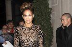 """Jennifer Lopez refait encore une fois équipe avec Pitbull et RedOne pour """"Live It Up"""""""