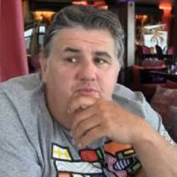 Pierre Ménès (Canal+) prépare un film sur le football avec M. Pokora