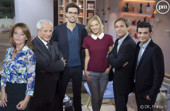 """L'équipe de """"La quotidienne"""", sur France 5."""