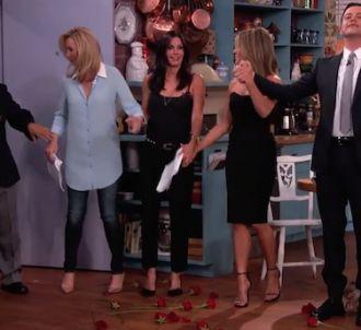 Les stars de 'Friends' reprennent leur rôle pour Jimmy...