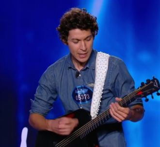 Patrick chante 'Come Together' pour le jury de 'Nouvelle...