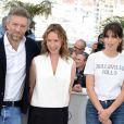 """Emmanuelle Bercot, entourée de Vincent Cassel, Maïwenn et Louis Garrel, lors du photocall pour """"Mon Roi"""""""
